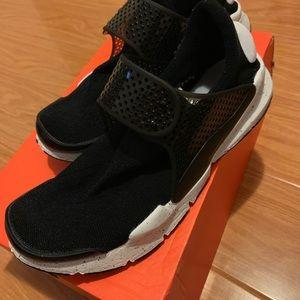Men's Nike sock dart sneaker